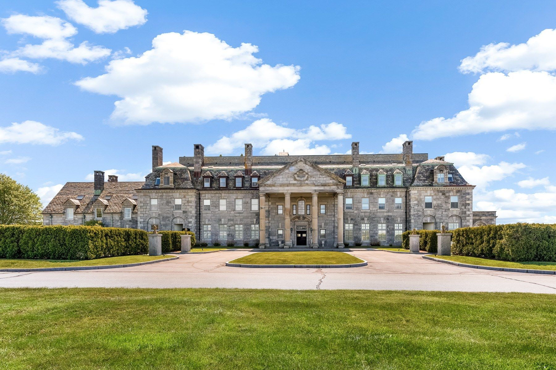 Condominiums for Active at The Mansion At Round Hill Unit #11 48 North Shore Dr. 11 Dartmouth, Massachusetts 02748 United States