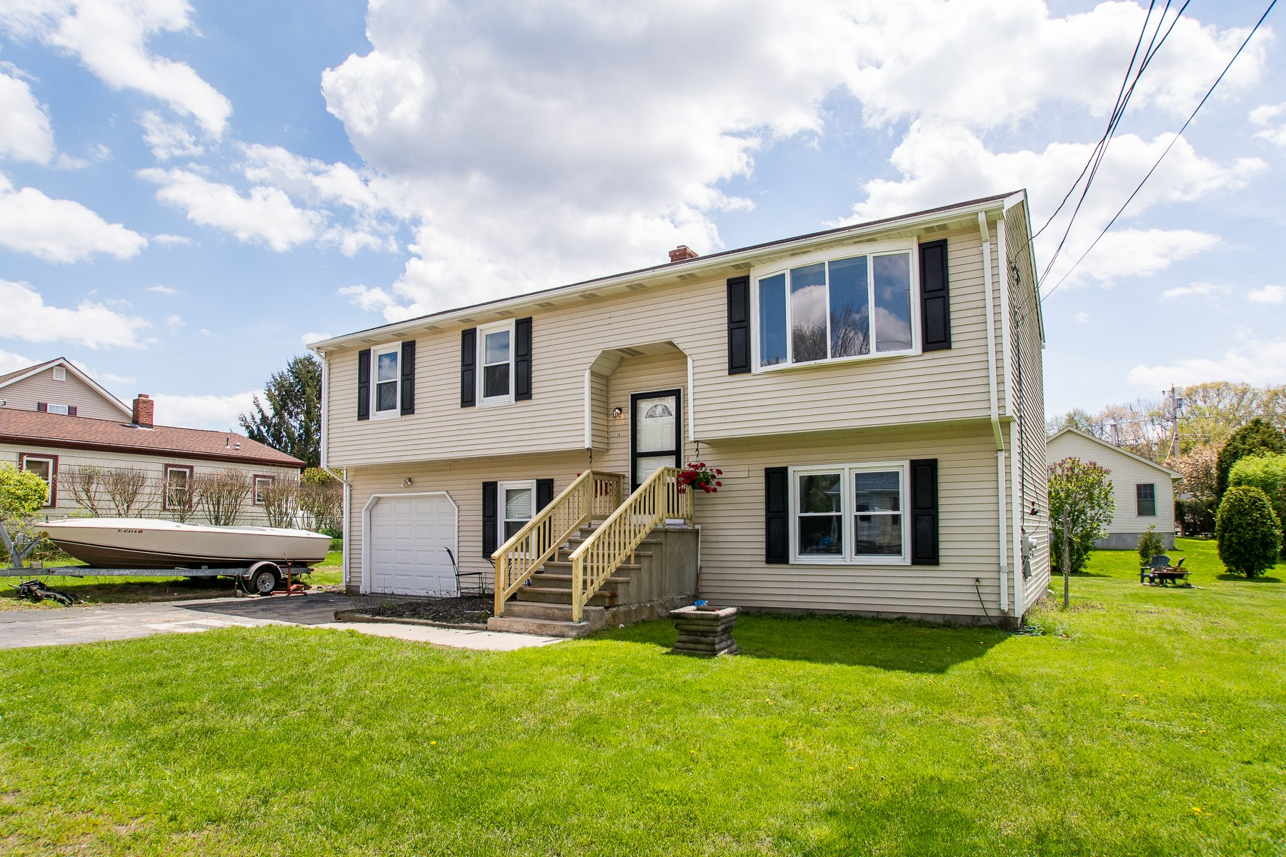 Single Family Homes per Vendita alle ore 15 Sachem St., Warren, RI Warren, Rhode Island 02885 Stati Uniti