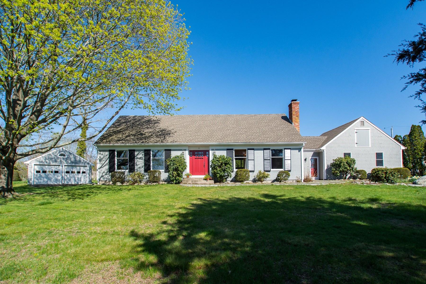 Single Family Homes per Vendita alle ore 11 Stonegate Rd., Warren, RI Warren, Rhode Island 02885 Stati Uniti