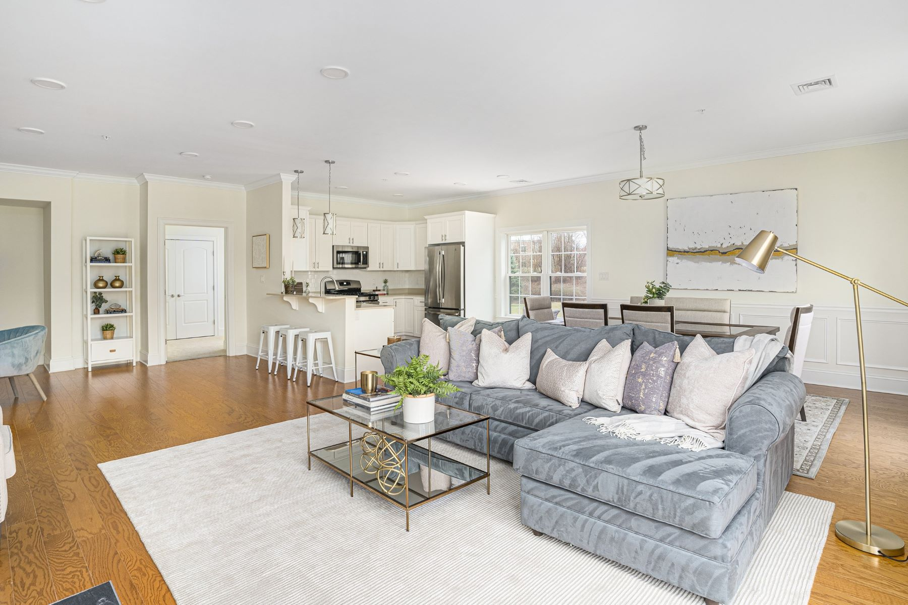 Condominiums for Sale at 1404 South County Trail, #206, East Greenwich, RI 1404 South County Trail, 206 East Greenwich, Rhode Island 02818 United States