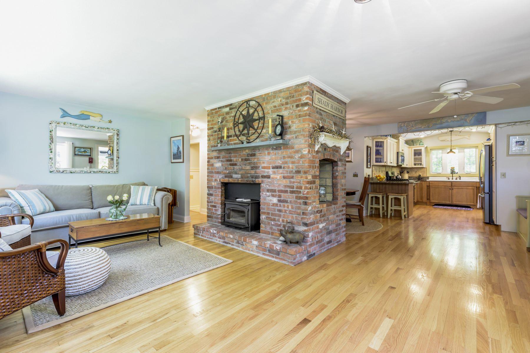Single Family Homes للـ Sale في 25 Lynn Rd., Charlestown, RI Charlestown, Rhode Island 02813 United States