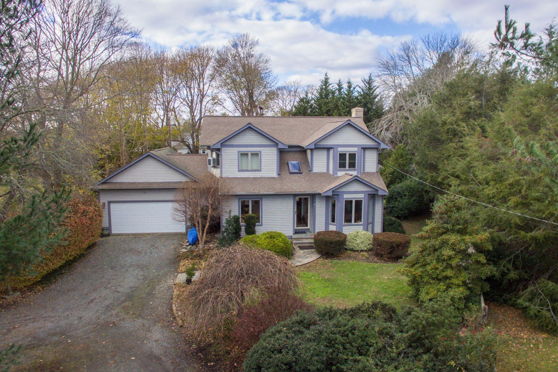 Single Family Homes للـ Sale في 47 South Ct, Tiverton, RI Tiverton, Rhode Island 02878 United States