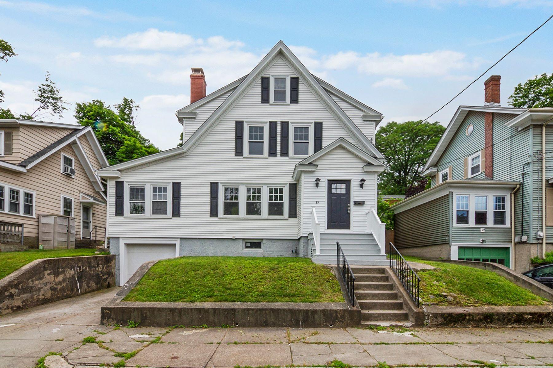 Single Family Homes للـ Sale في Bright remodeled home in great location 35 Sheffield Av., Pawtucket, Rhode Island 02860 United States