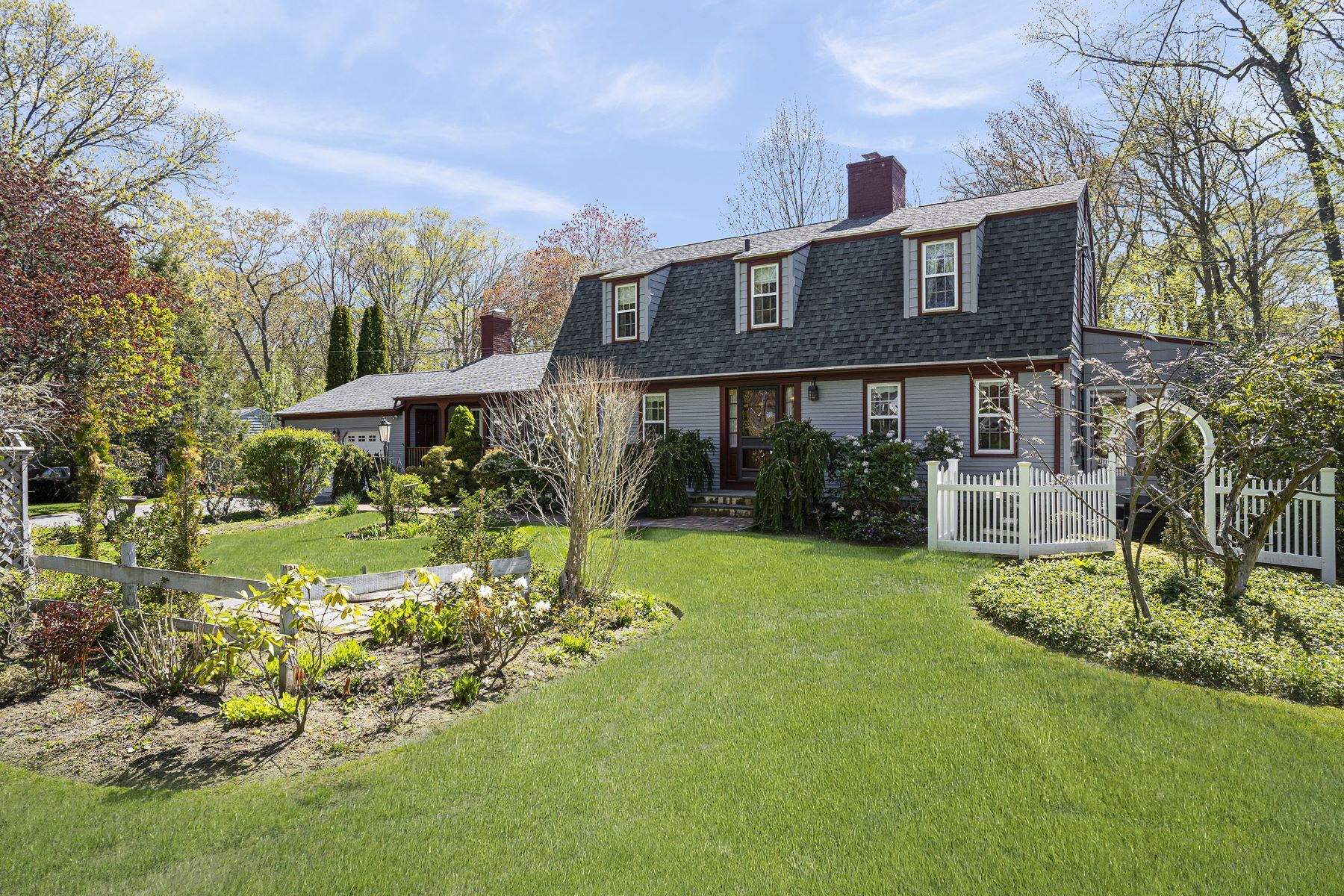 Single Family Homes for Sale at 5 Great Road, East Greenwich, RI 5 Great Road East Greenwich, Rhode Island 02818 United States