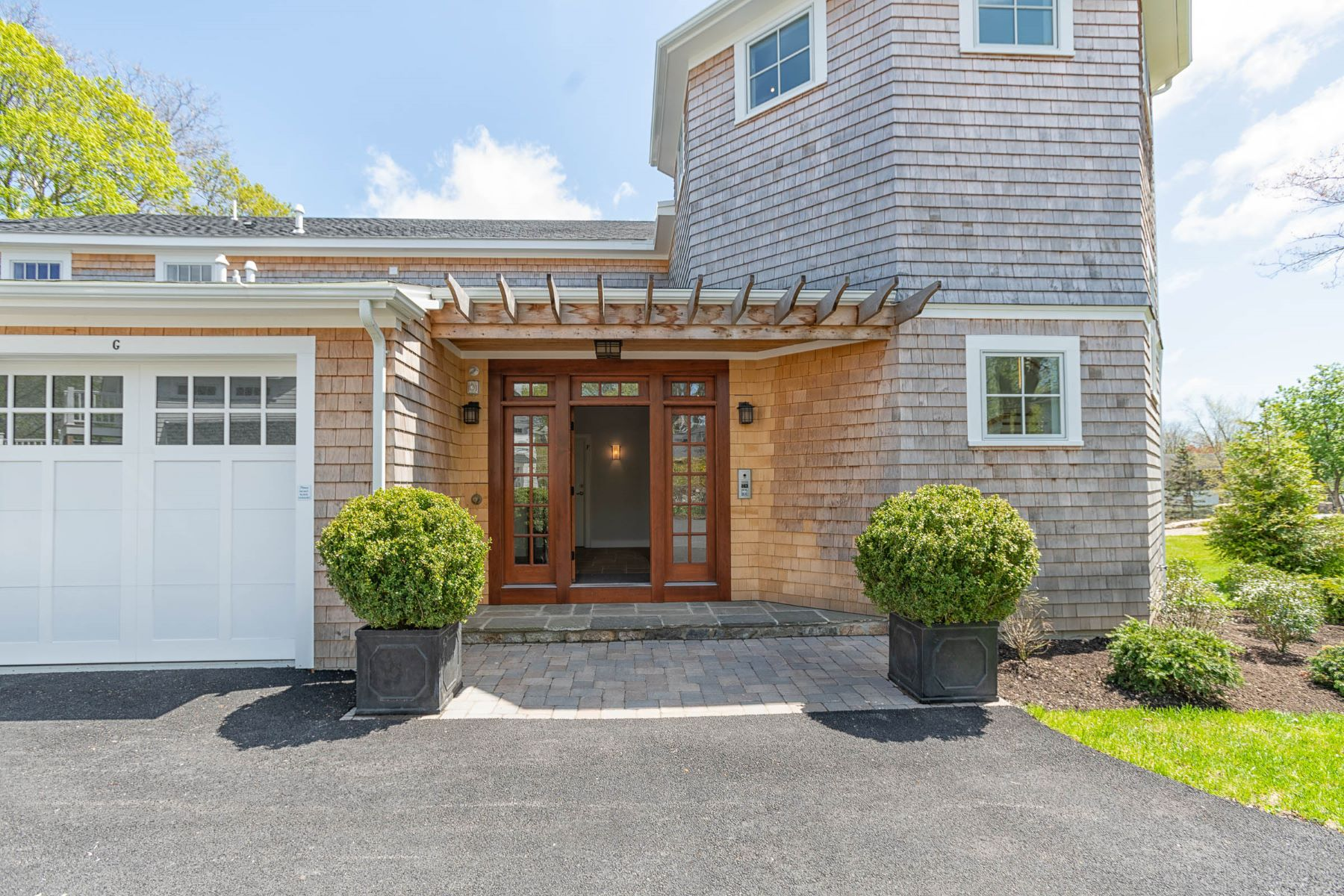 Condominiums for Sale at 361 Woodruff Avenue, #E, South Kingstown, RI 361 Woodruff Avenue, E South Kingstown, Rhode Island 02879 United States