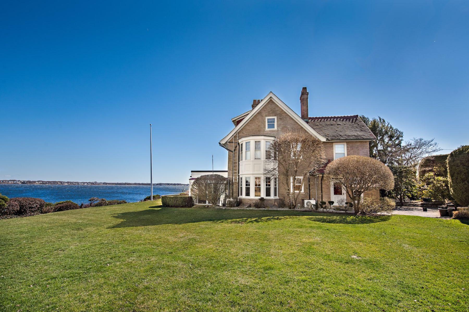 single family homes voor Verkoop op 10 Seaview Av, Cranston, RI Cranston, Rhode Island 02905 Verenigde Staten