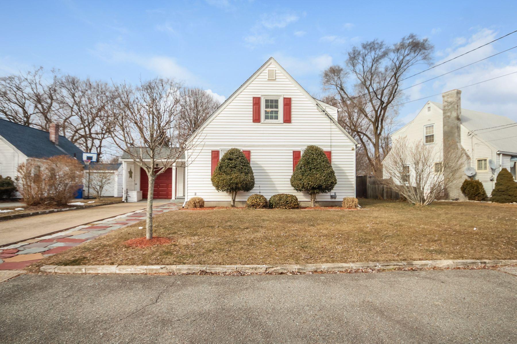 Eensgezinswoning voor Verkoop op 32 Arland Dr, Pawtucket, RI Pawtucket, Rhode Island 02861 Verenigde Staten