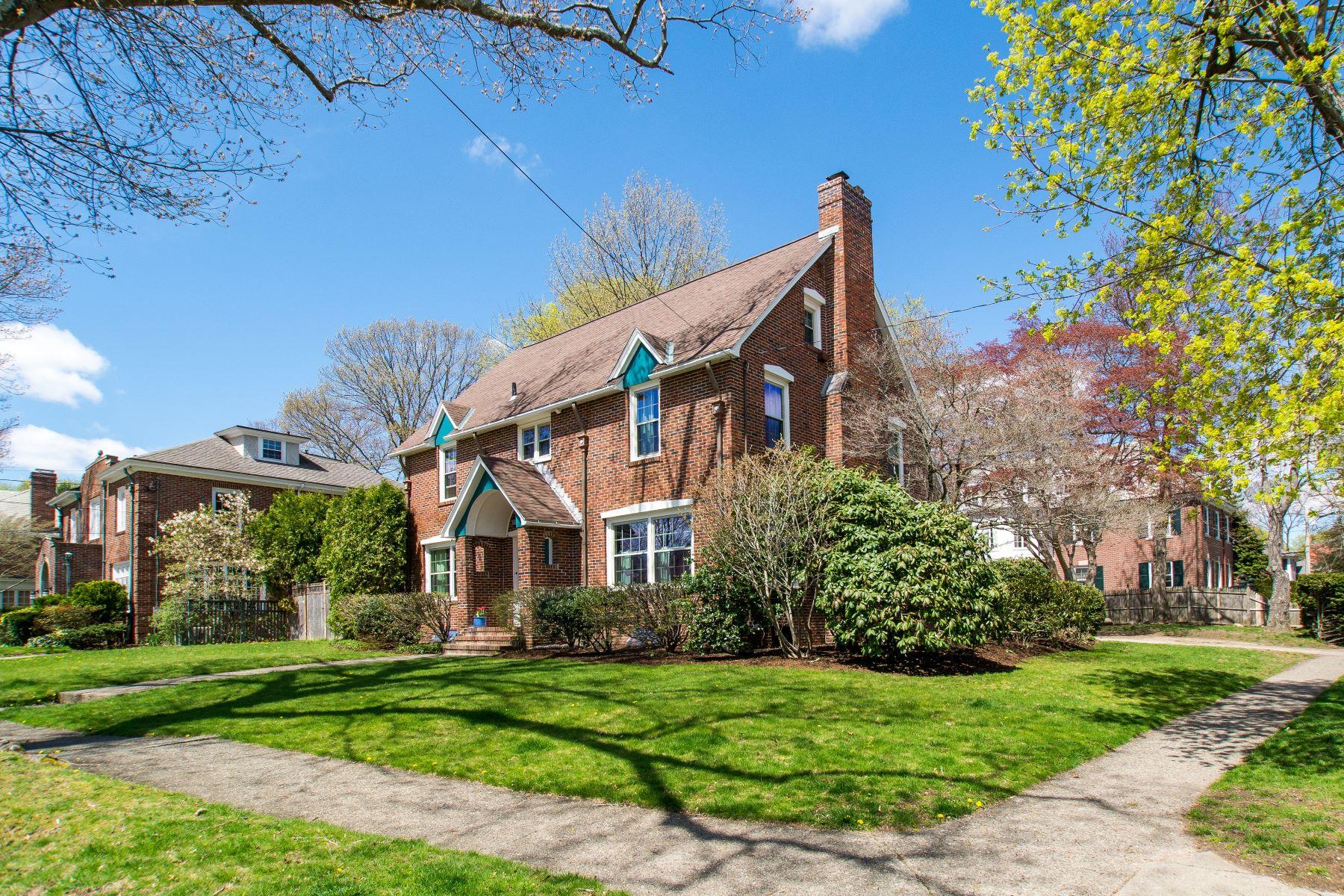 Single Family Homes للـ Sale في 102 Laurel Av., East Side Of Providence, RI Providence, Rhode Island 02906 United States