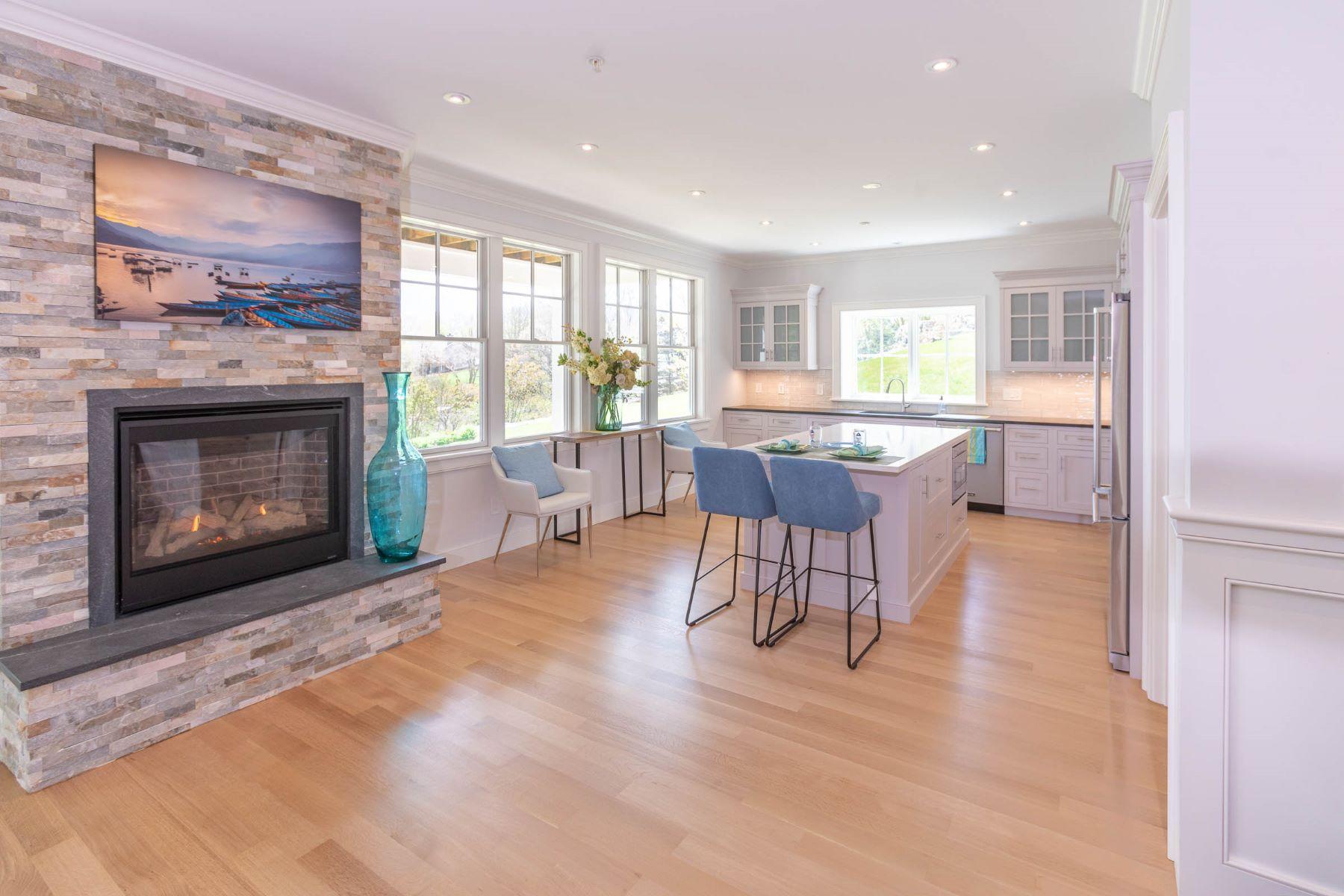 Additional photo for property listing at 361 Woodruff Avenue, #E, South Kingstown, RI 361 Woodruff Avenue, E South Kingstown, Rhode Island 02879 United States