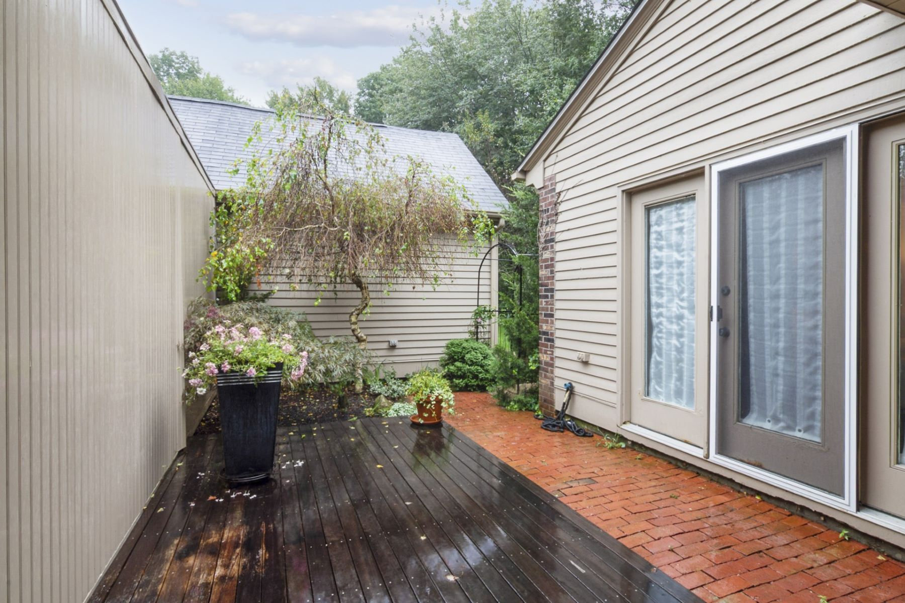 Condominiums for Sale at 101 Pine Glen Drive, #101, East Greenwich, RI 101 Pine Glen Drive 101, East Greenwich, Rhode Island 02818 United States