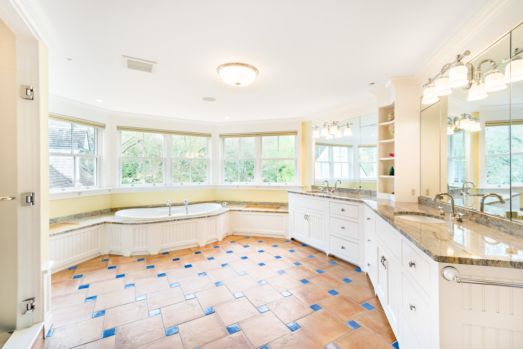Additional photo for property listing at 90 Battery Lane, Jamestown, RI 90 Battery Lane Jamestown, Rhode Island 02835 United States
