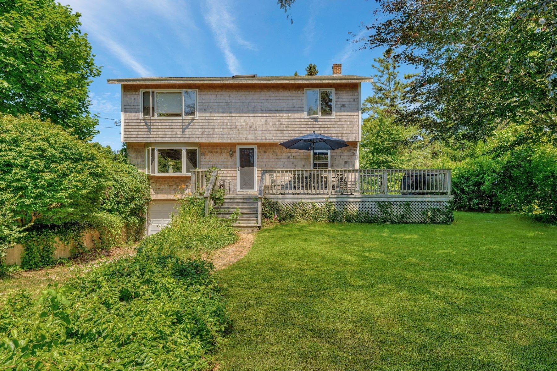 Single Family Homes por un Venta en 160 Sea Breeze Avenue, Charlestown, RI 160 Sea Breeze Avenue Charlestown, Rhode Island 02813 Estados Unidos