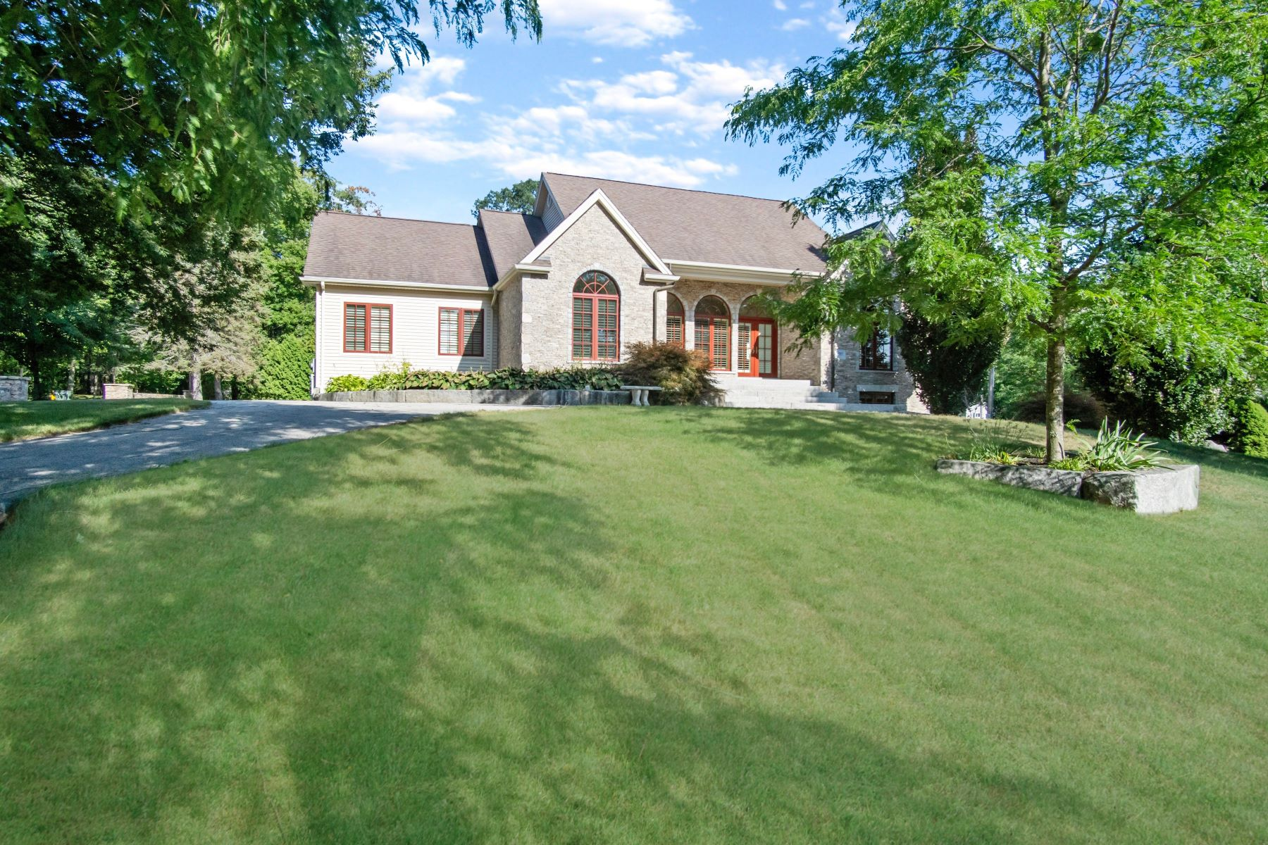 Single Family Homes for Sale at 395 South Shore Rd., Burrillville, RI 395 South Shore Rd. Burrillville, Rhode Island 02859 United States