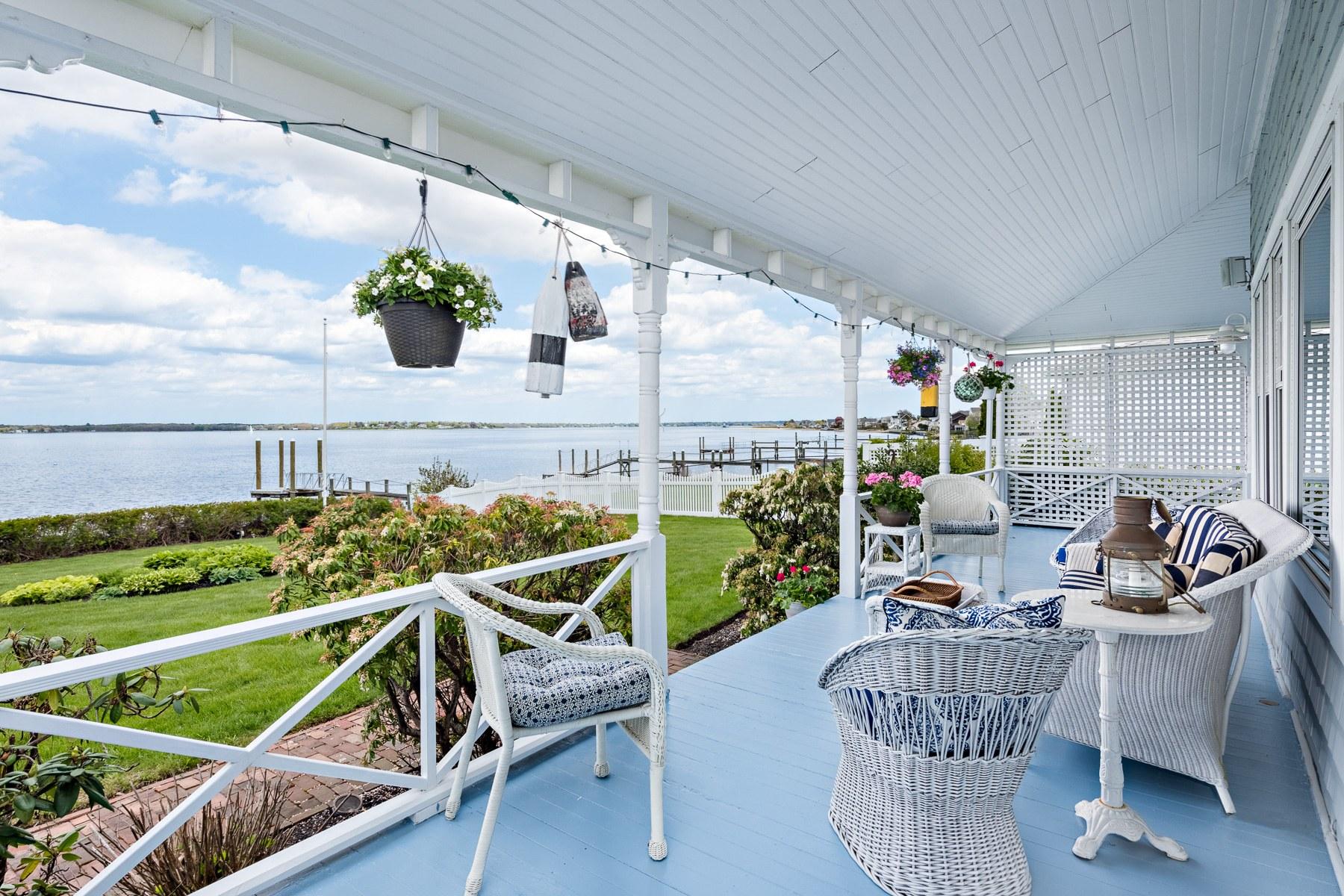single family homes voor Verkoop op 72 Shawomet Av, Warwick, RI Warwick, Rhode Island 02889 Verenigde Staten