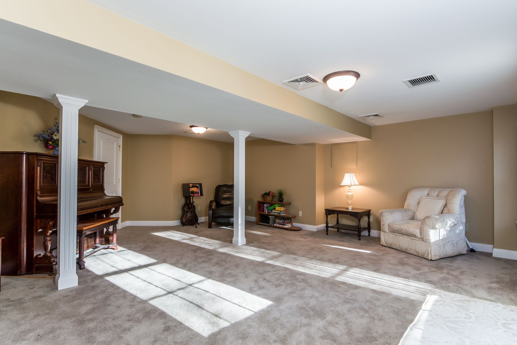 Additional photo for property listing at 121 Crest Dr, Cranston, RI 121 Crest Dr Cranston, Rhode Island 02921 United States