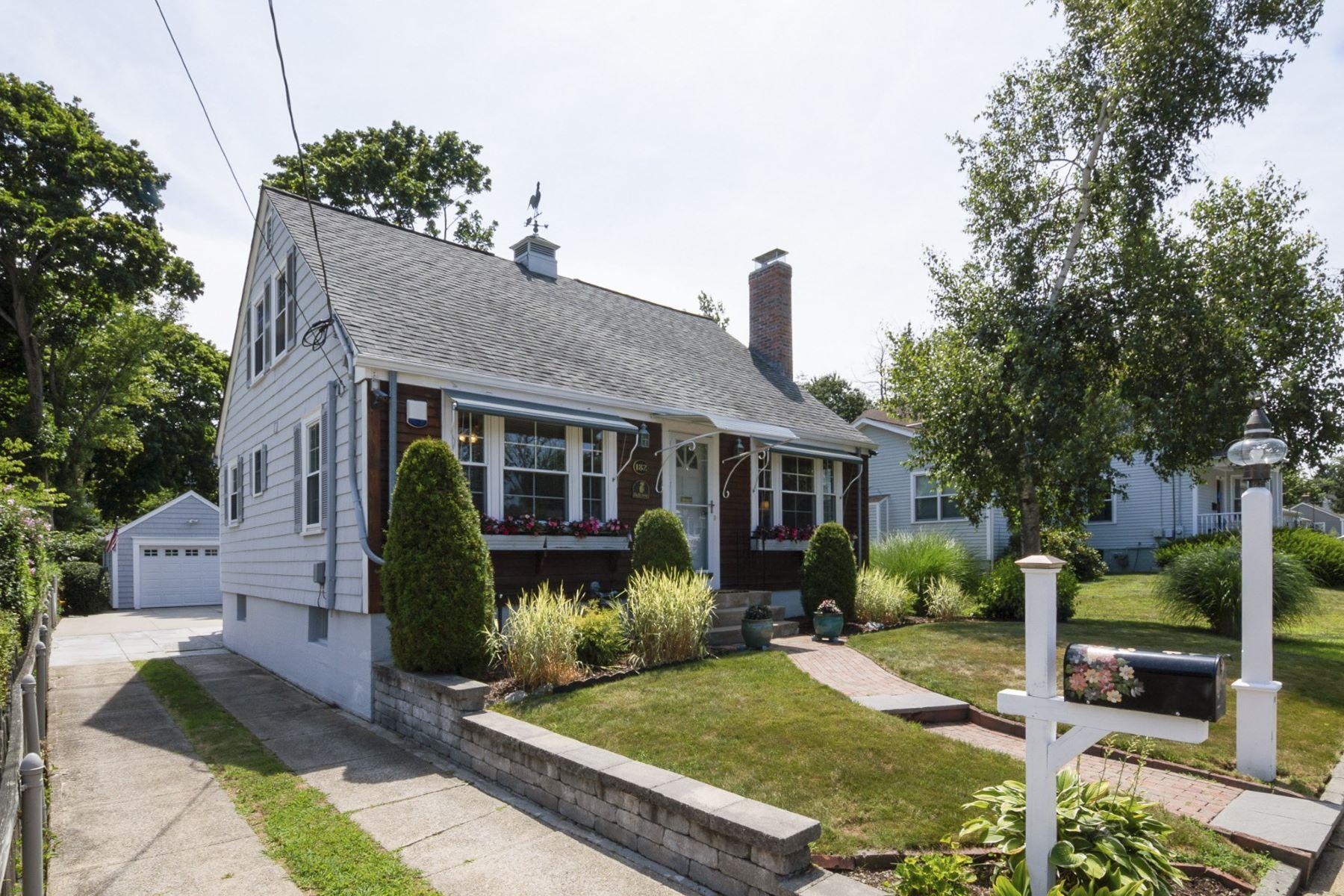 Single Family Homes per Vendita alle ore 182 Madison St., Warwick, RI Warwick, Rhode Island 02888 Stati Uniti