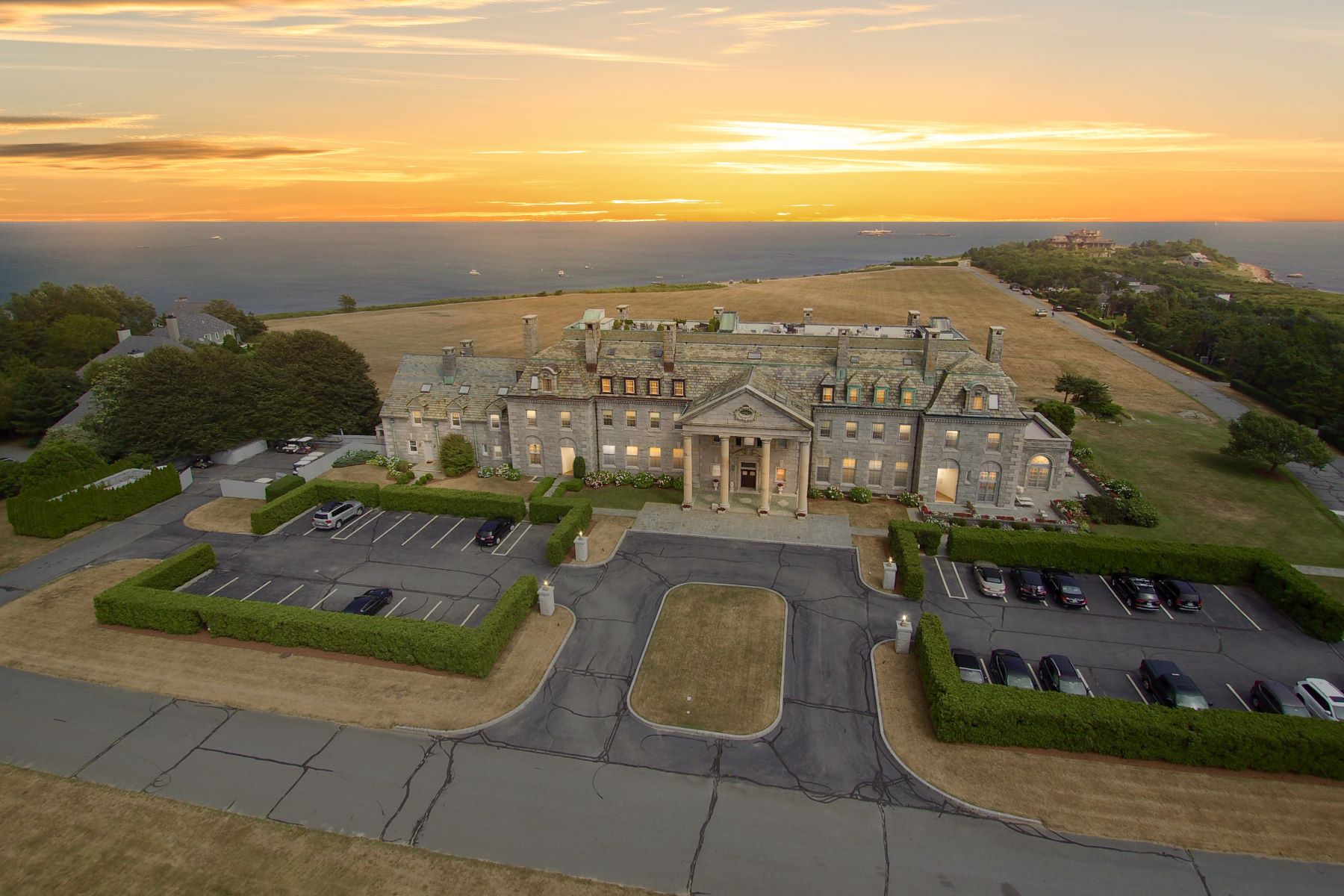 Condominiums for Sale at Round Hill Mansion Penthouse 48 North Shore Dr. 14 Dartmouth, Massachusetts 02748 United States
