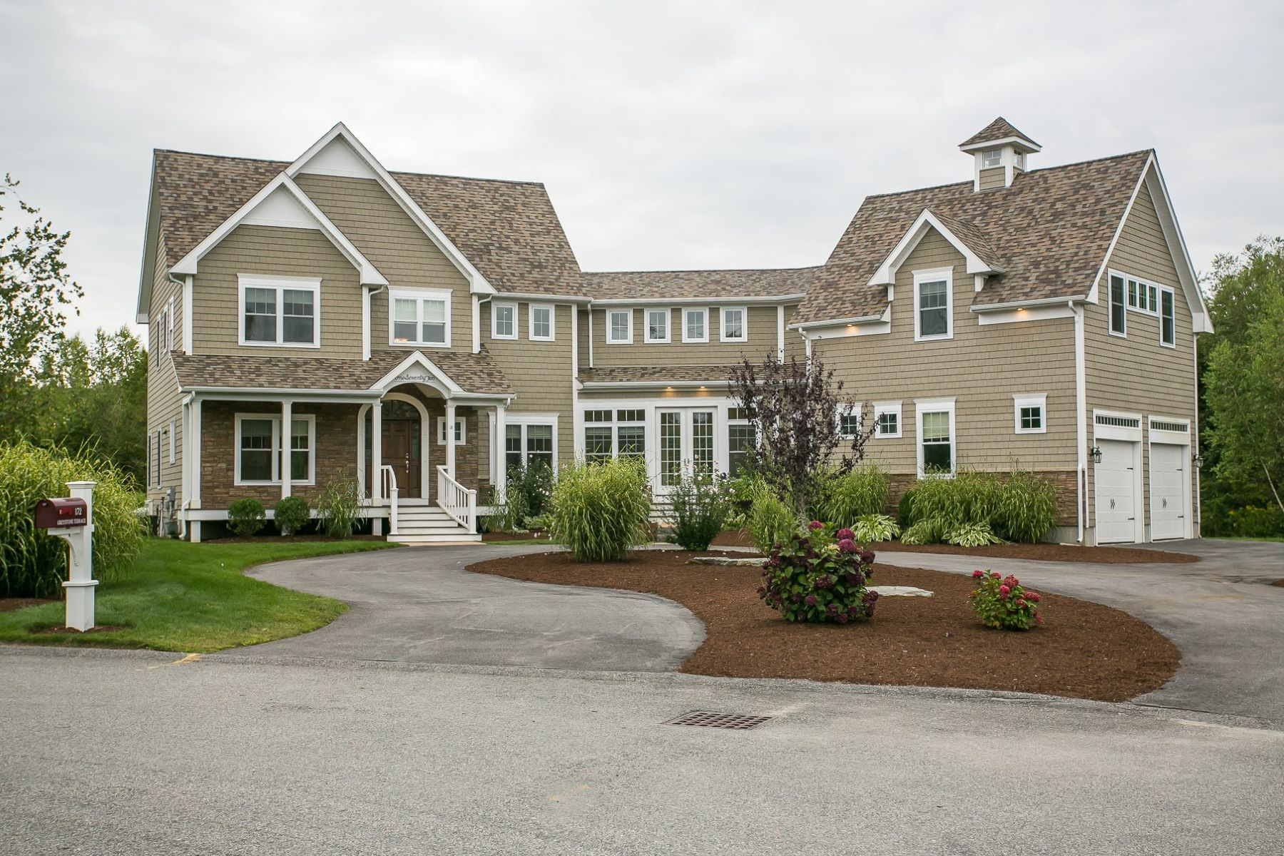 Single Family Homes for Sale at 172 Greystone Terrace, Portsmouth, RI Portsmouth, Rhode Island 02871 United States