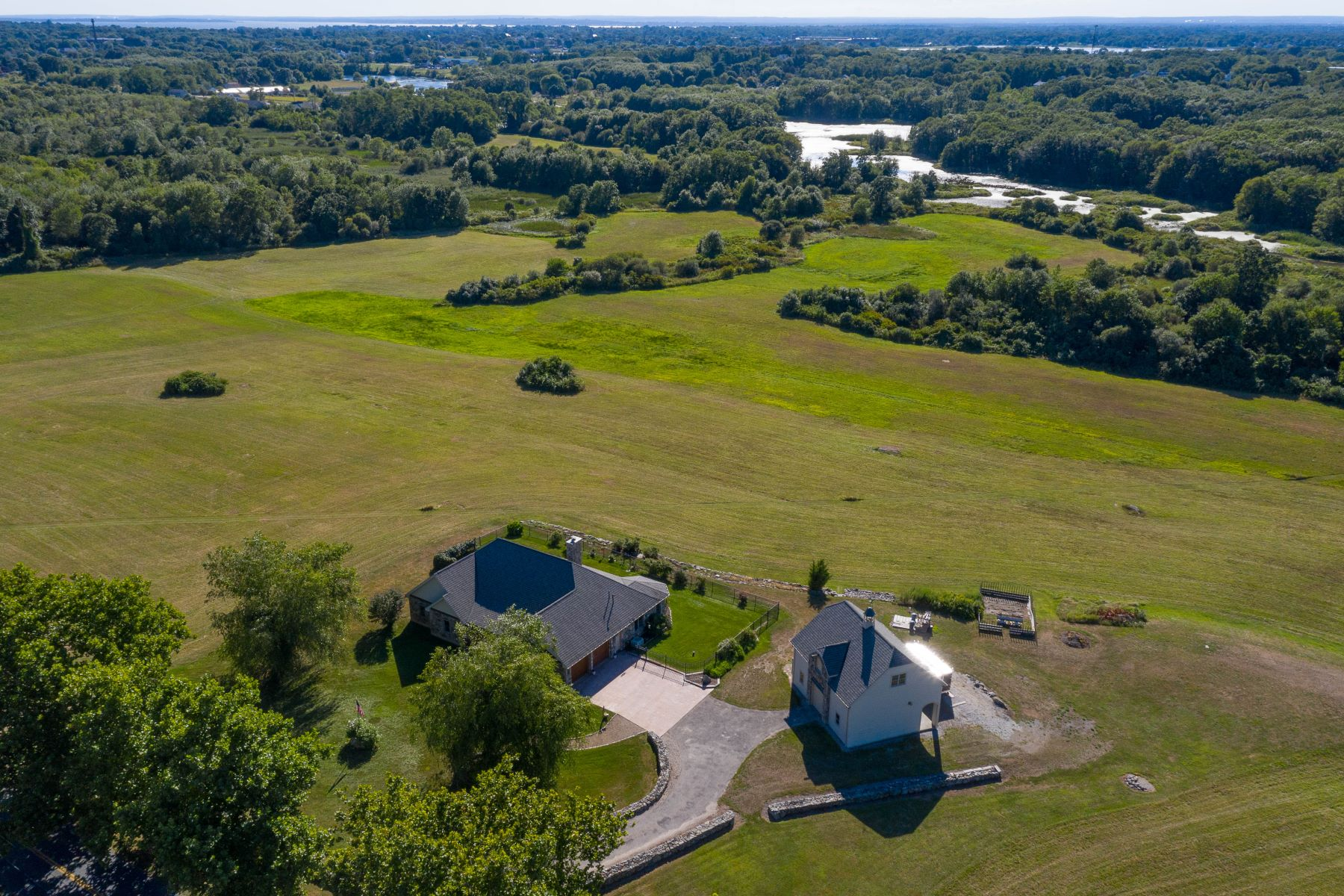 Single Family Homes for Sale at 495 Bushee Road, Swansea, MA 495 Bushee Road Swansea, Massachusetts 02777 United States