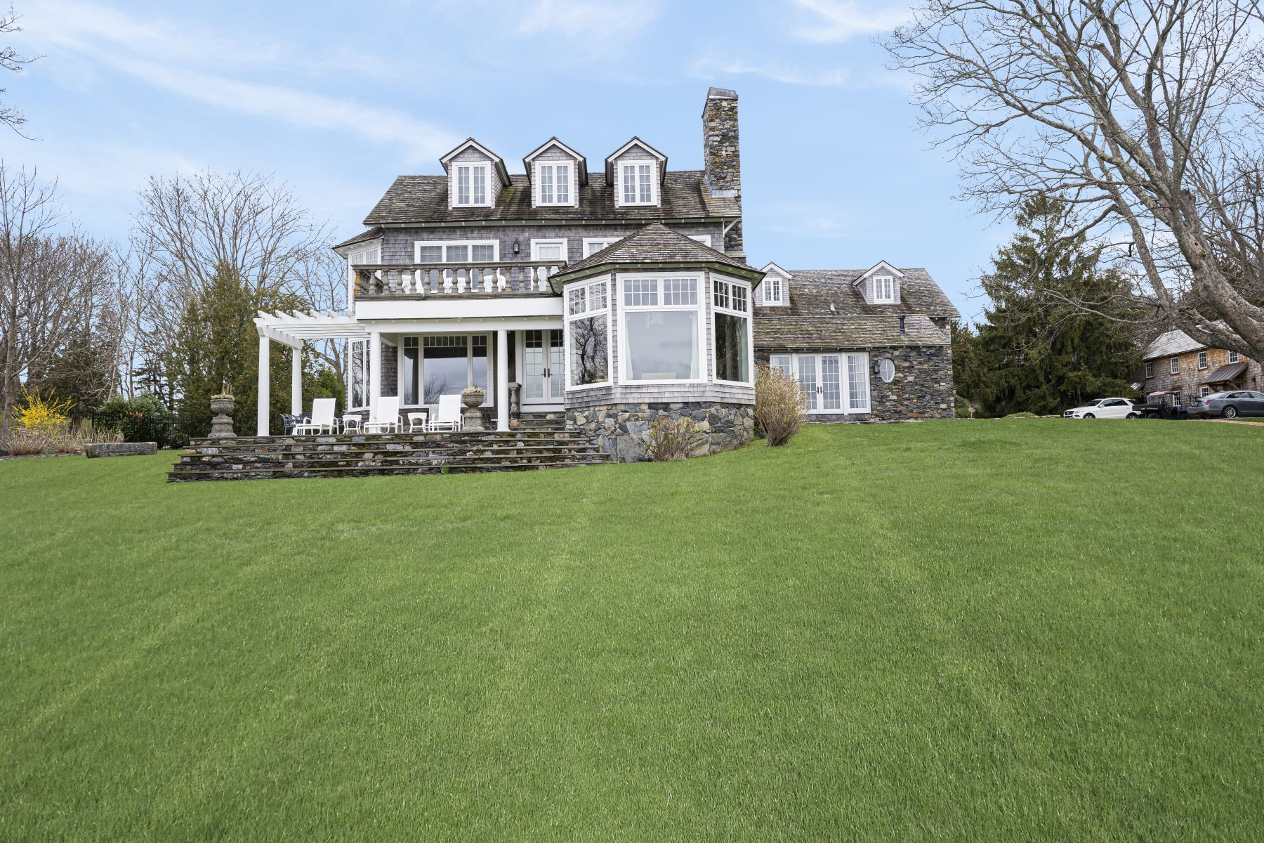 Additional photo for property listing at 256 E Shore Road, Jamestown, RI 256 E Shore Road Jamestown, Rhode Island 02835 Estados Unidos