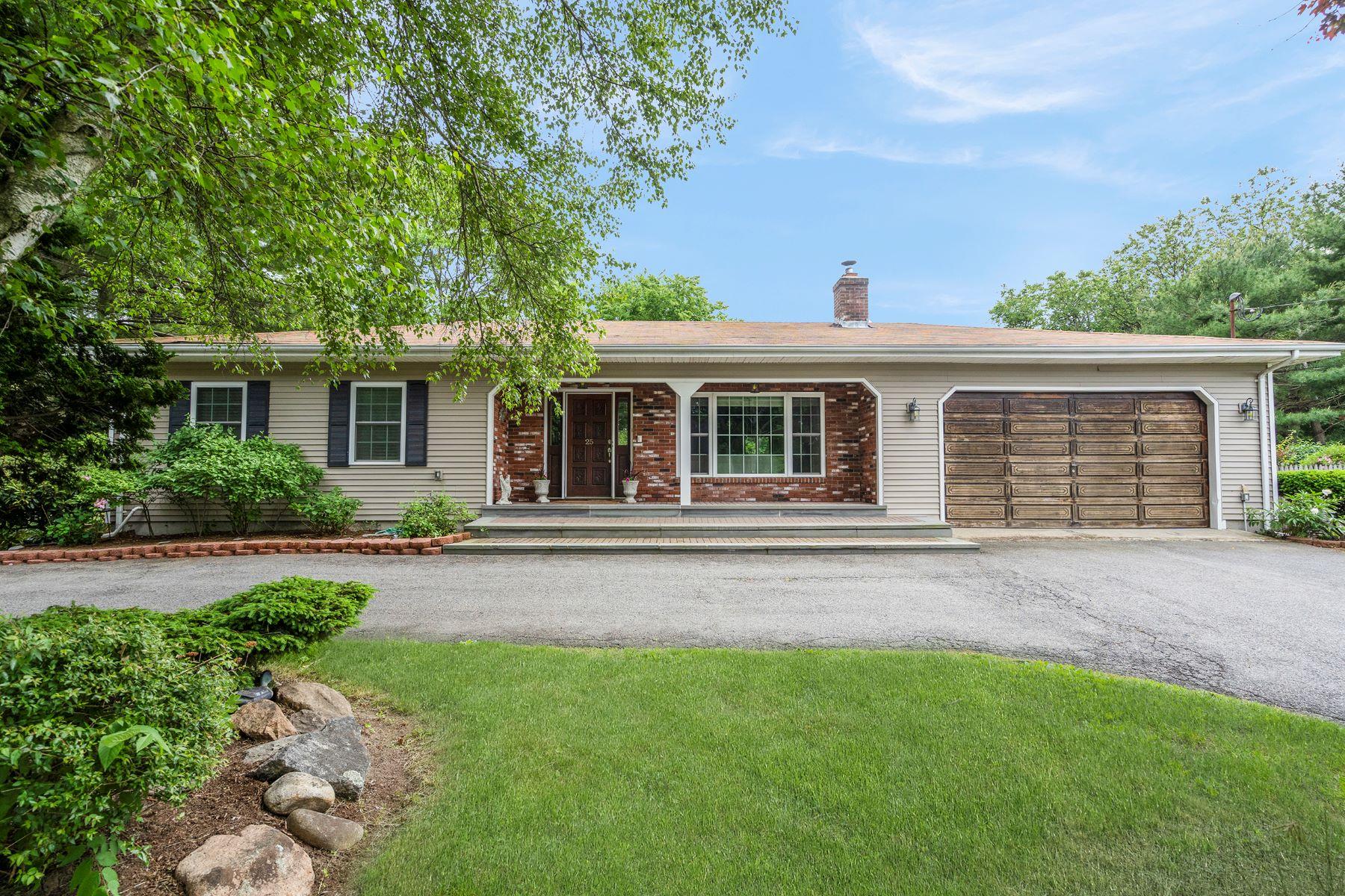 Single Family Homes 为 销售 在 25 Colfall Street, Seekonk, MA 25 Colfall Street Seekonk, 马萨诸塞州 02771 美国