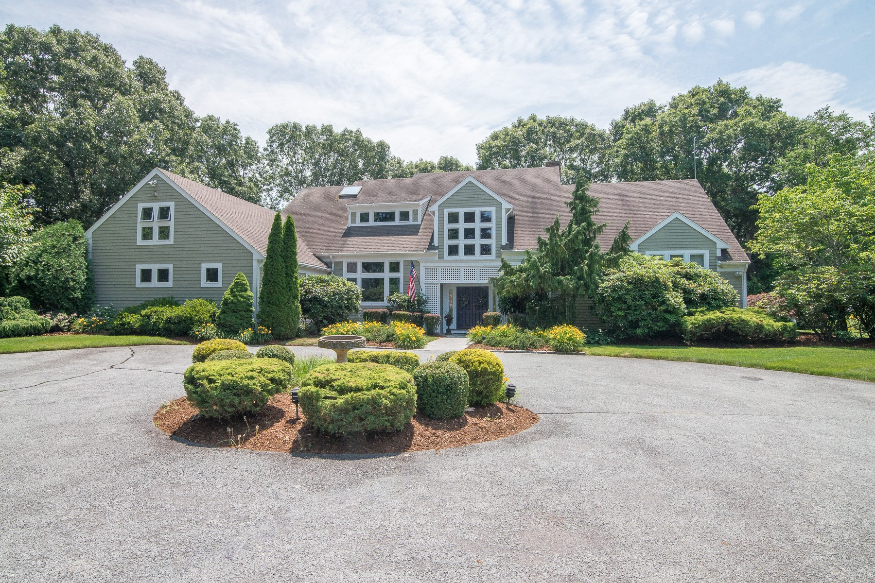 Additional photo for property listing at 8 Lighthouse Lane, Barrington, RI 8 Lighthouse Lane Barrington, Rhode Island 02806 United States