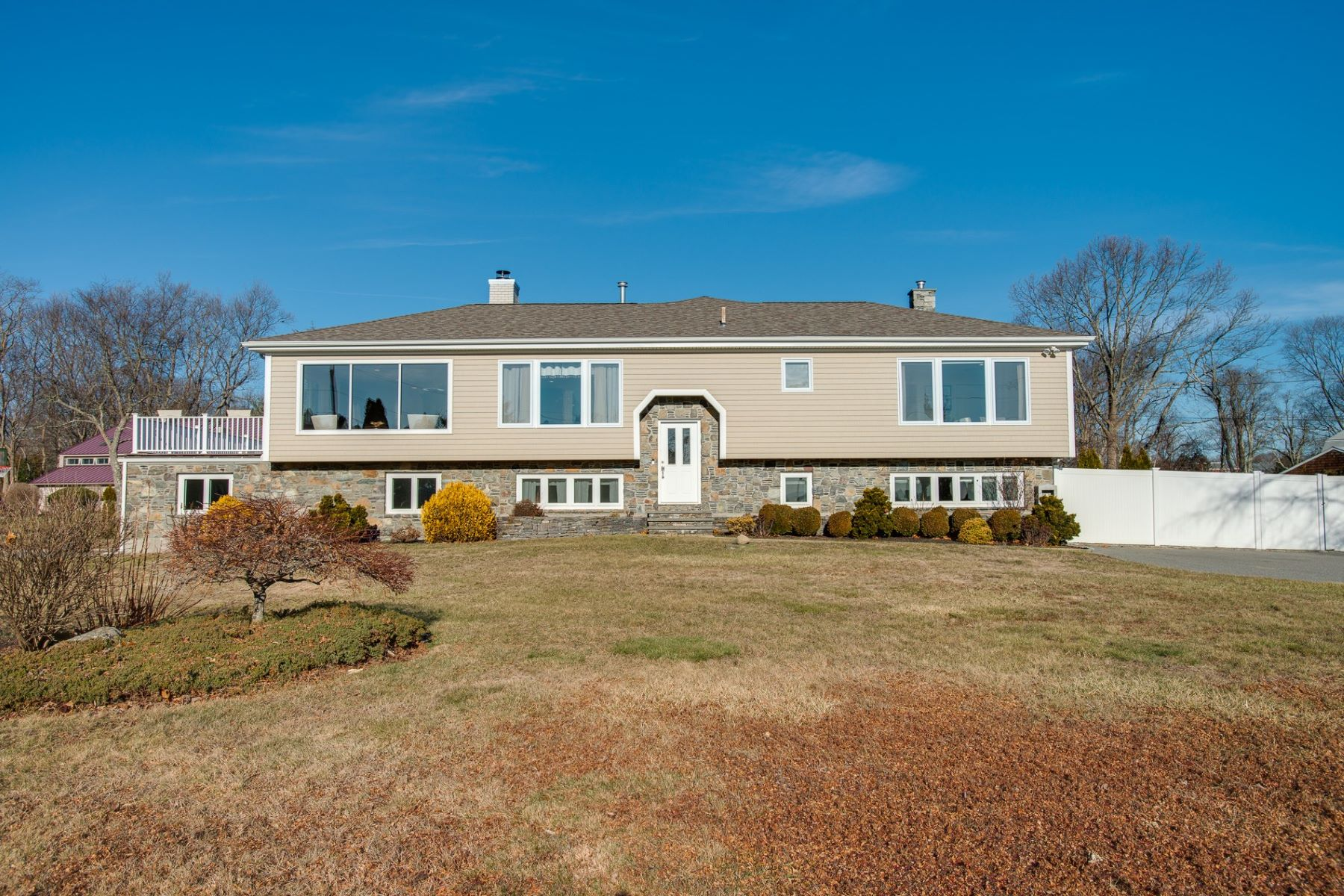 Single Family Homes for Sale at 7 Stonegate Road, Warren, RI 7 Stonegate Road Warren, Rhode Island 02885 United States