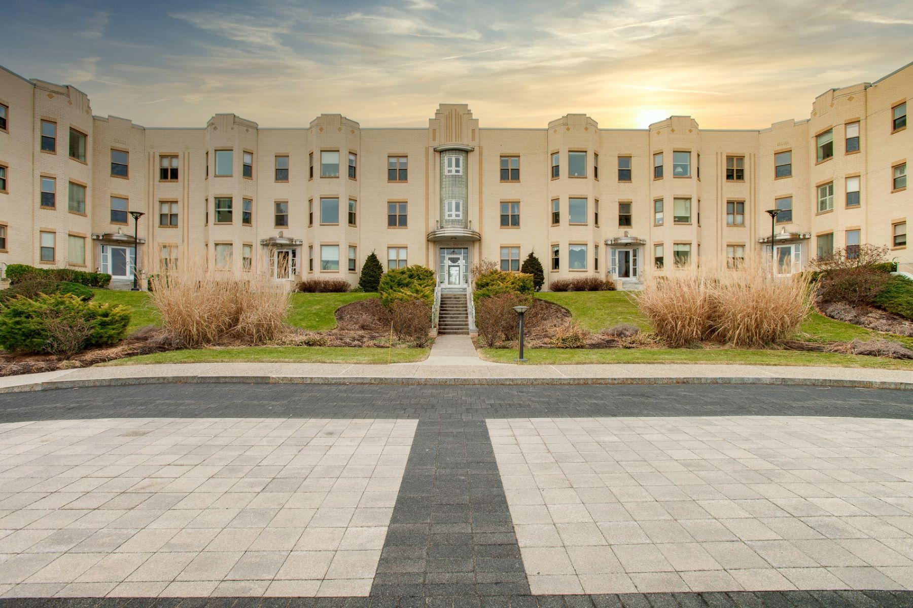 Condominiums 용 매매 에 1180 Narragansett Boulevard, #F6, Cranston, RI 1180 Narragansett Boulevard F6, Cranston, 로드아일랜드 02905 미국