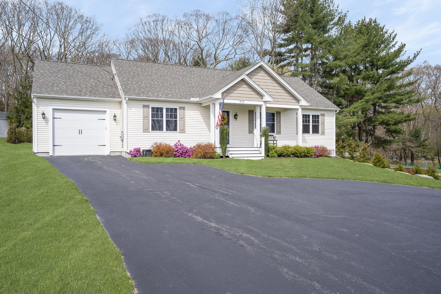 Single Family Homes for Sale at 717 Commonwealth Avenue Warwick, Rhode Island 02886 United States