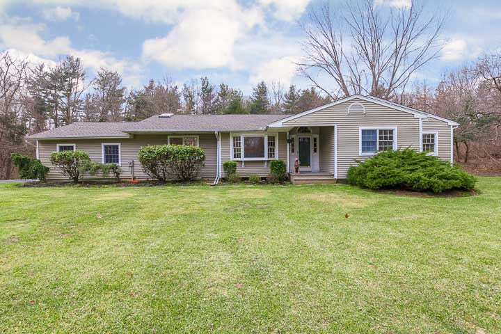 Single Family Home for Sale at Lovely Ranch on 2 Acres 692 Short Beach Rd Nissequogue, New York, 11780 United States