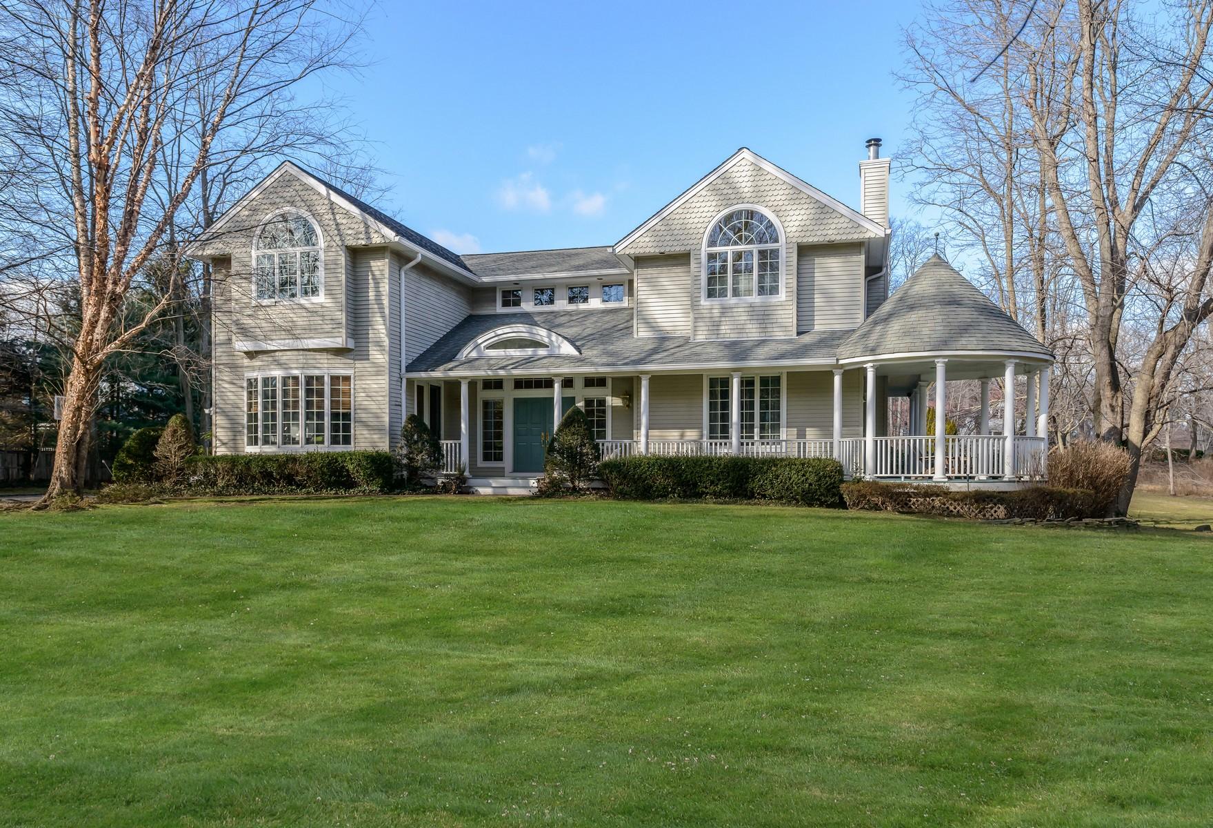 独户住宅 为 销售 在 Colonial 3 Meudon Dr 卢卡斯特谷, 纽约州, 11560 美国