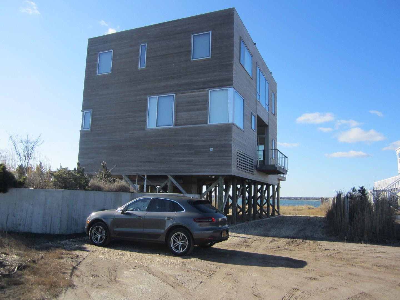 Maison unifamiliale pour l Vente à Contemporary 346 Dune Rd Westhampton Beach, New York, 11978 États-Unis