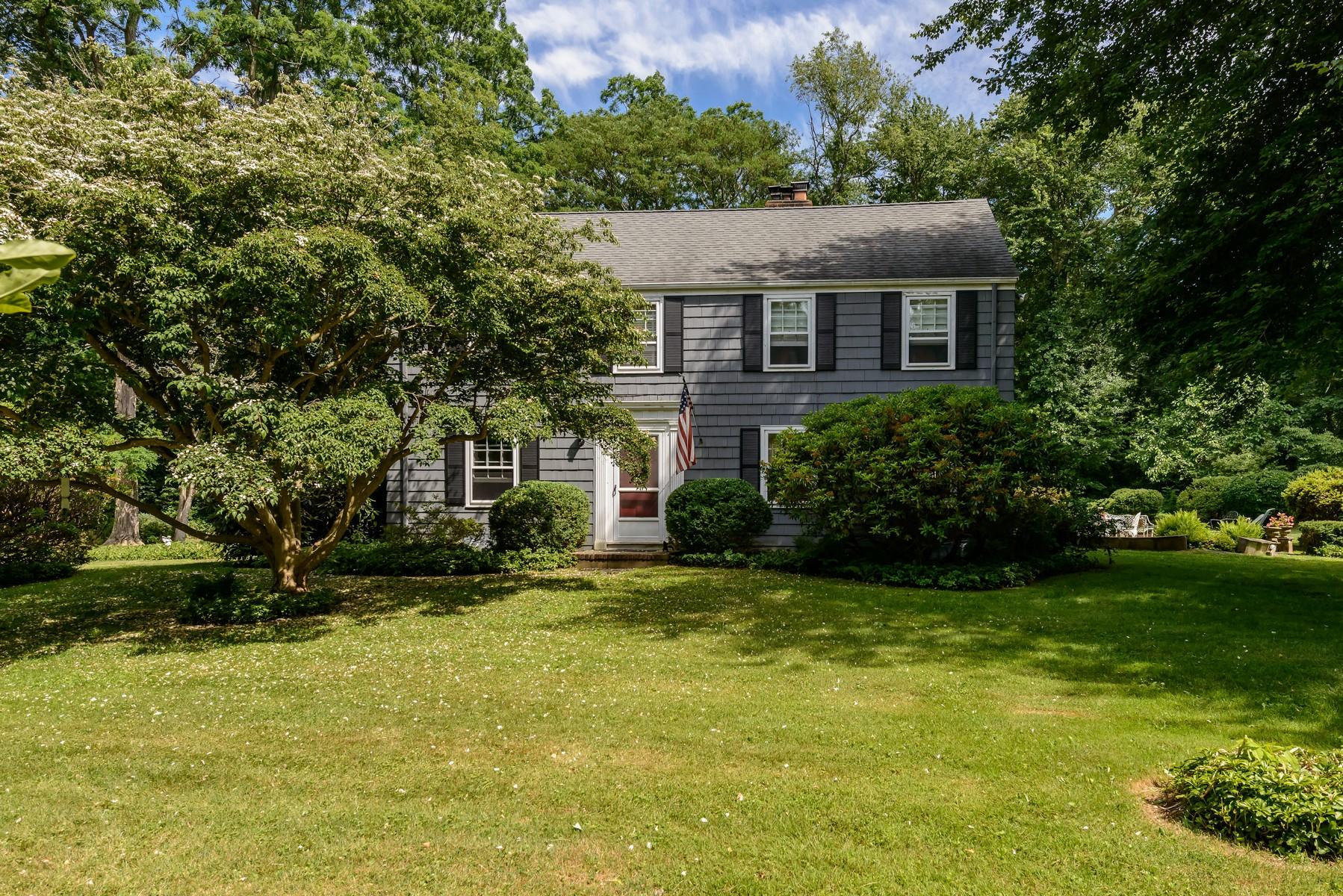 Casa para uma família para Venda às Colonial 29 Meadowood Ln Brookville, Nova York, 11545 Estados Unidos