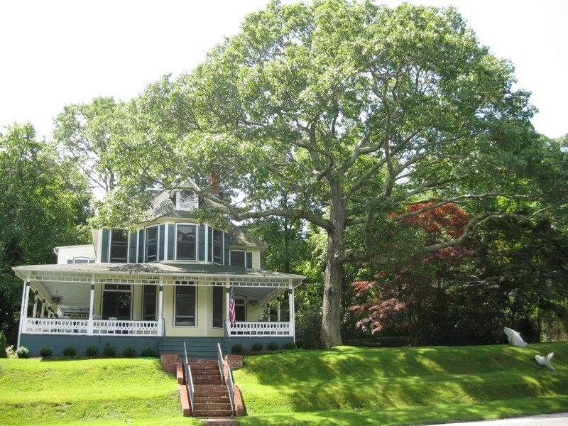 Single Family Home for Rent at 9 Prospect Ave 9 Prospect Ave Shelter Island Heights, New York 11965 United States