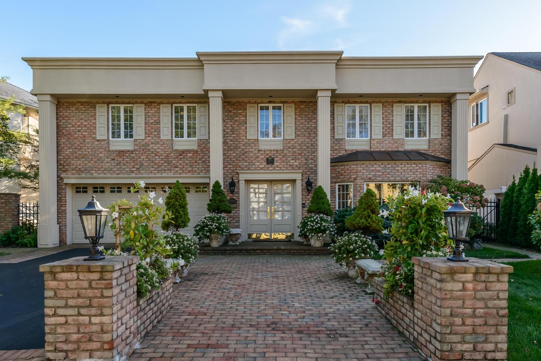 独户住宅 为 销售 在 Splanch 3242 Hewlett Ave 梅里克, 纽约州, 11566 美国