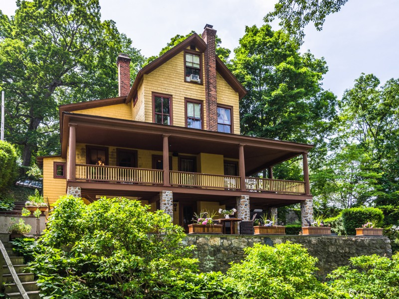 Casa Unifamiliar por un Venta en Victorian 174 15th Ave Sea Cliff, Nueva York, 11579 Estados Unidos