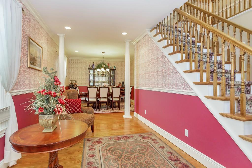 Nhà ở một gia đình vì Bán tại Colonial 28 Iroquois Ave Centerport, New York, 11721 Hoa Kỳ
