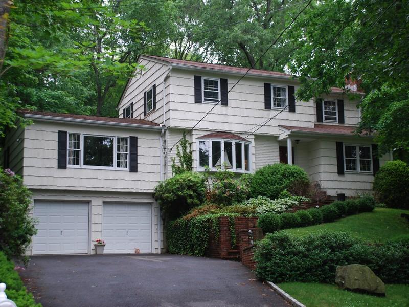 Villa per Vendita alle ore Colonial 97 La Rue Dr Huntington, New York, 11743 Stati Uniti