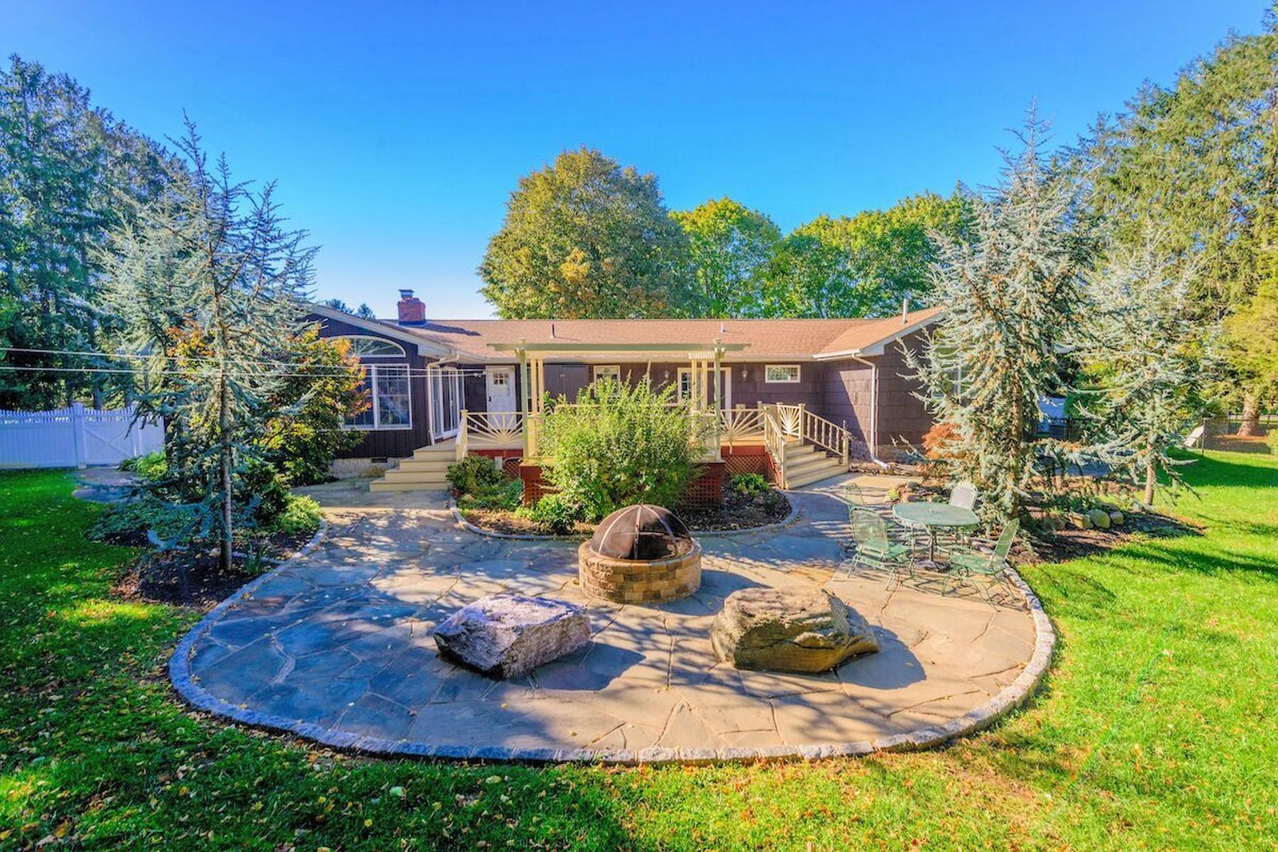 단독 가정 주택 용 매매 에 Ranch 305 Leeward Dr Southold, 뉴욕, 11971 미국