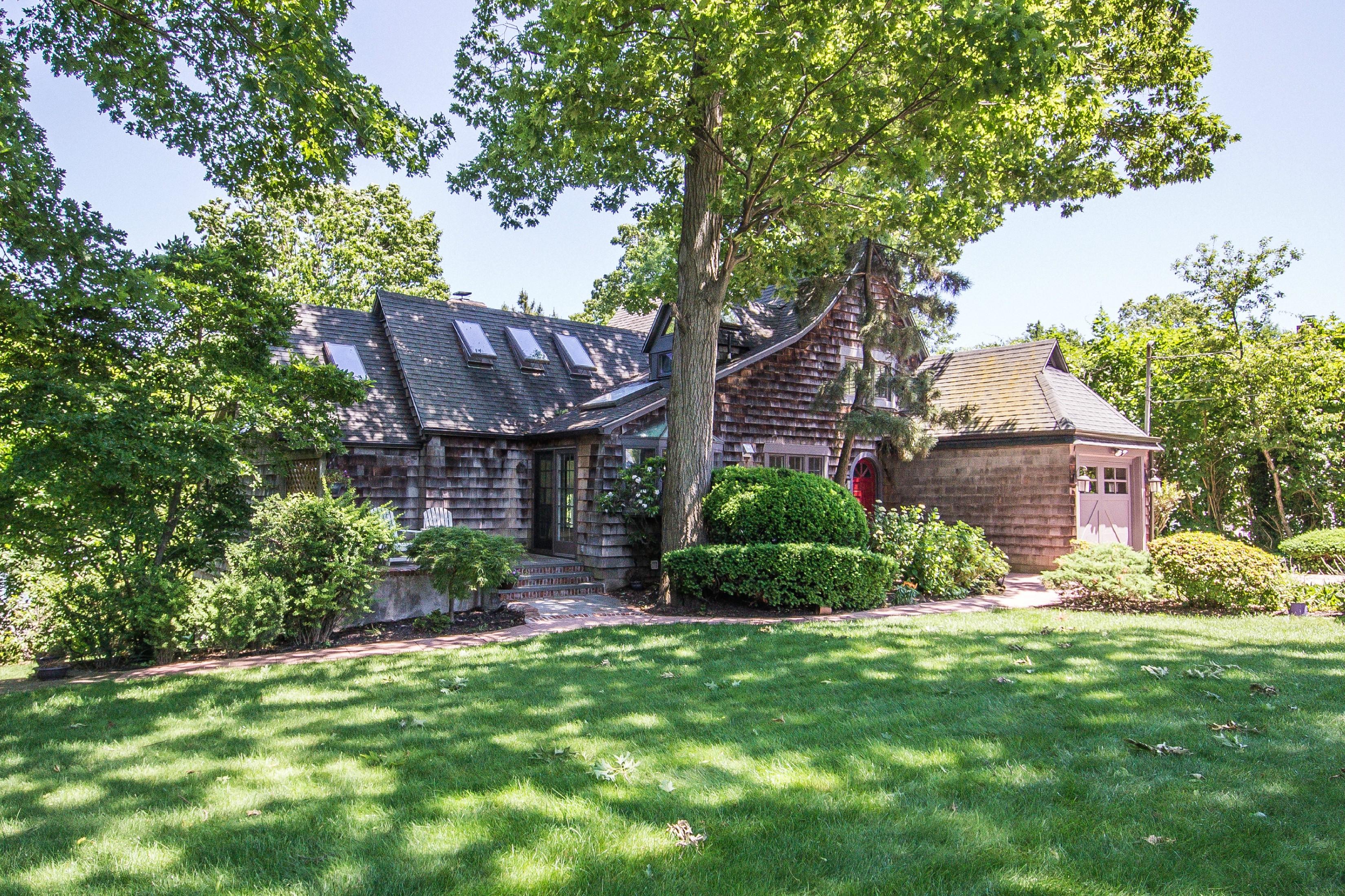 Tek Ailelik Ev için Satış at Tudor 147 Taft Crescent Centerport, New York, 11721 Amerika Birleşik Devletleri