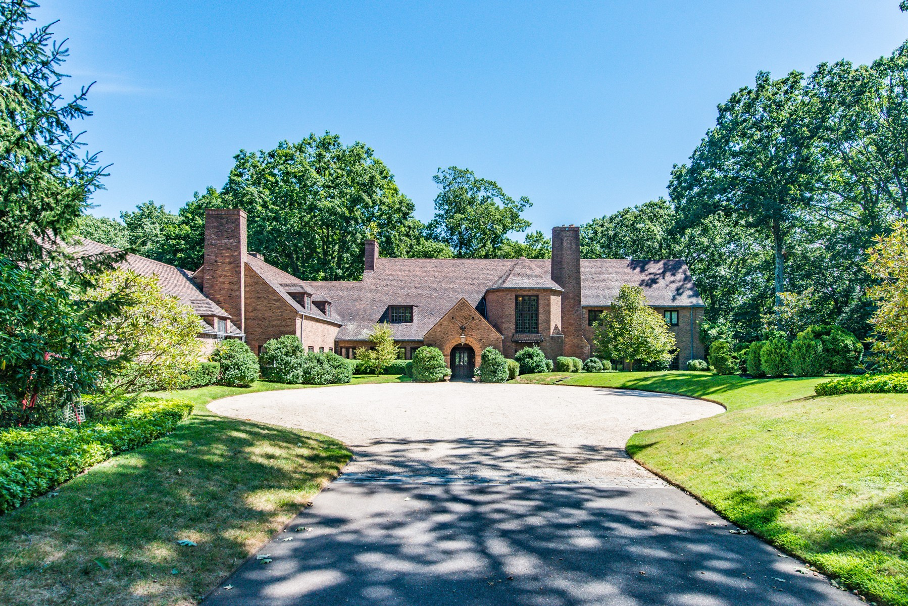 Villa per Vendita alle ore Antique/Hist 121 Shu Swamp Rd Locust Valley, New York, 11560 Stati Uniti