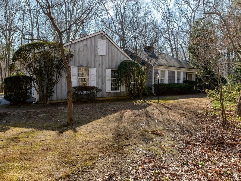 Nhà ở một gia đình vì Bán tại Ranch 2 Woodfield Ct Lloyd Neck, New York, 11743 Hoa Kỳ