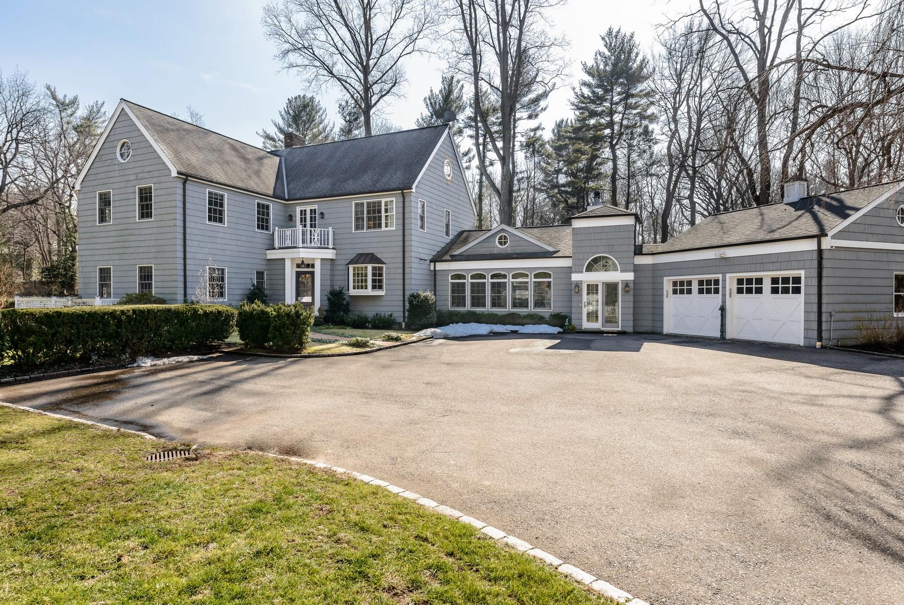 独户住宅 为 销售 在 Colonial 330 Bayville Rd Lattingtown, 纽约州, 11560 美国