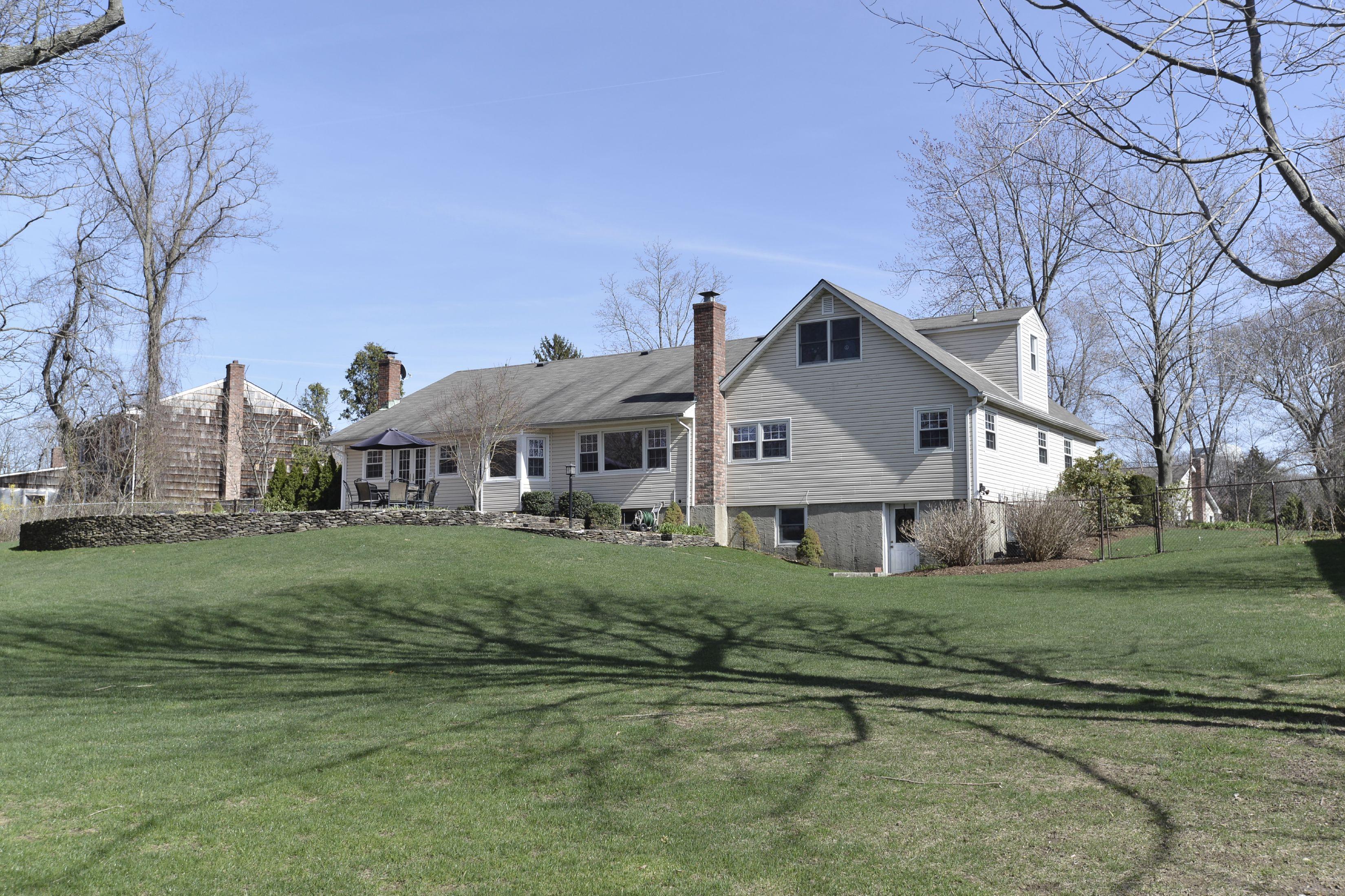 단독 가정 주택 용 매매 에 Settler's Ridge Farm Ranch 17 Brandywine Dr Setauket, 뉴욕, 11733 미국
