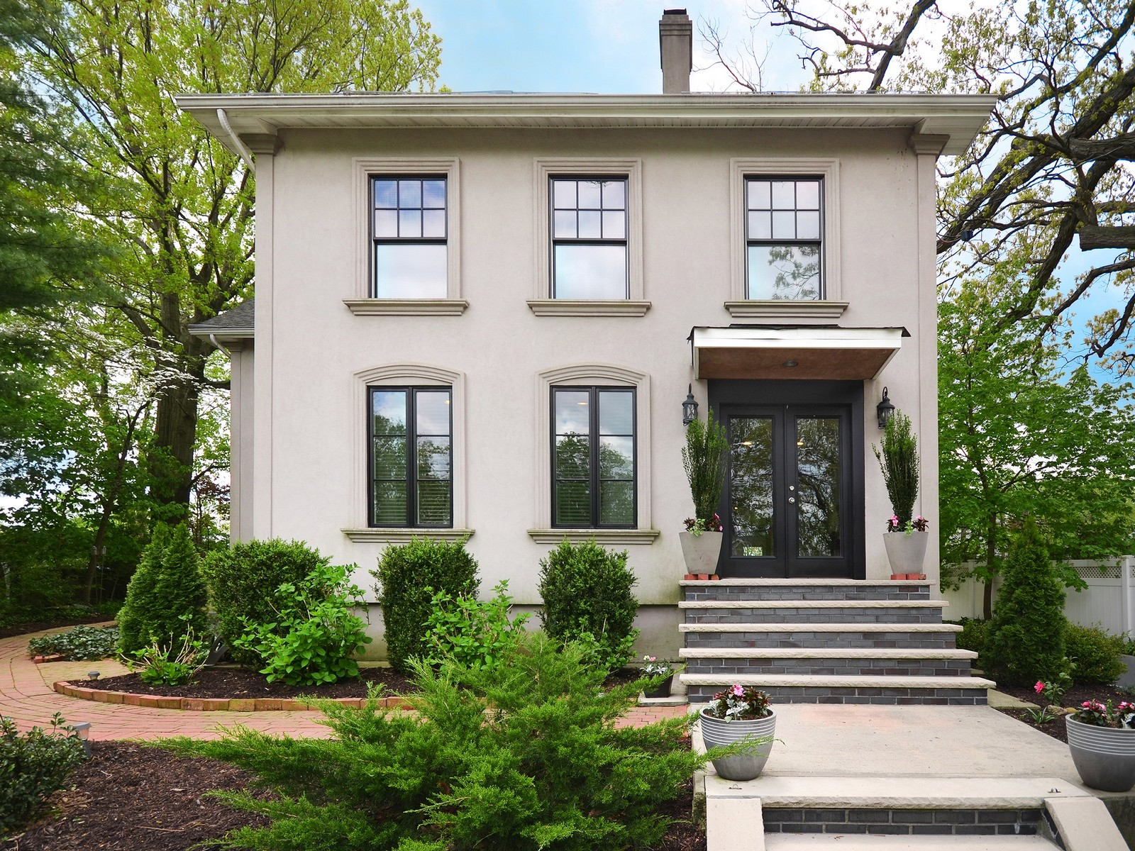 Single Family Home for Sale at Colonial 22 Locust Ave Port Washington, New York, 11050 United States