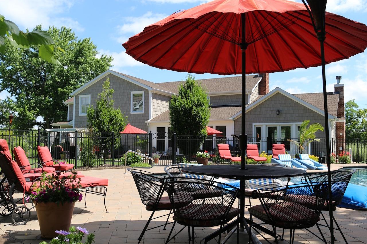 Casa Unifamiliar por un Venta en Water View Oasis 16 Dyke Rd Setauket, Nueva York, 11733 Estados Unidos