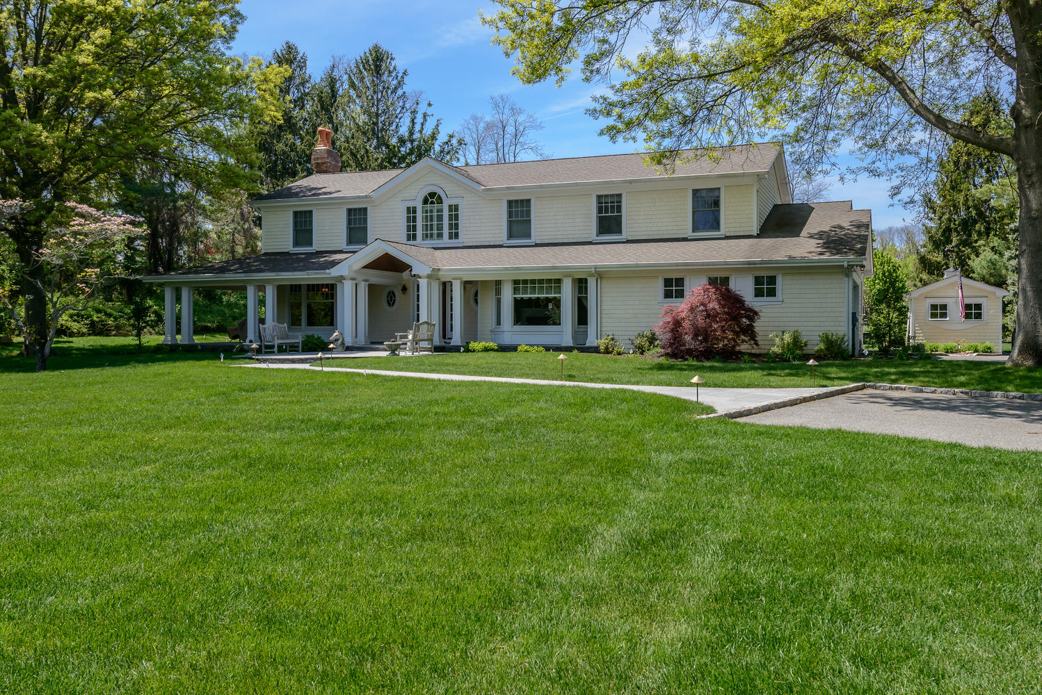 Single Family Home for Sale at Colonial 16 Grouse Ln Lloyd Harbor, New York, 11743 United States