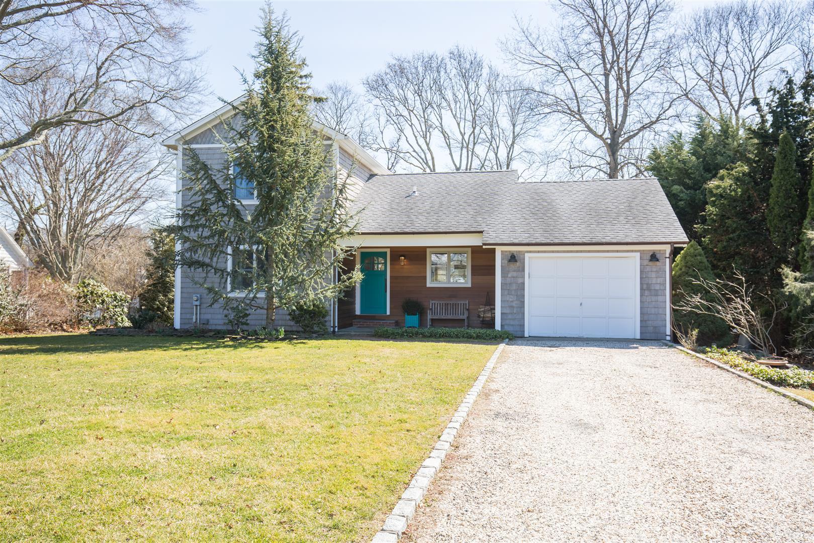 獨棟家庭住宅 為 出售 在 2 Story 3765 Wells Ave Southold, 紐約州, 11971 美國