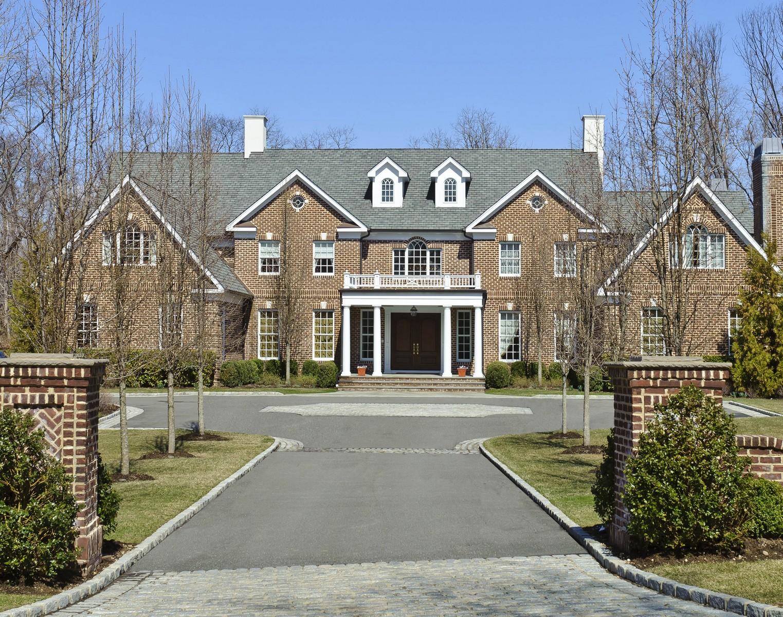 Villa per Vendita alle ore Colonial 25 N Danton Ln Lattingtown, New York, 11560 Stati Uniti