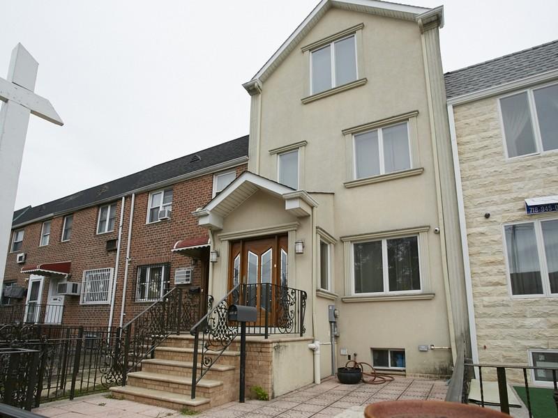 Casa Unifamiliar por un Venta en Colonial 153-16 77th Ave Flushing, Nueva York 11367 Estados Unidos